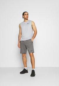 Nike Performance - SHORT - Sportovní kraťasy - charcoal heather/black - 1