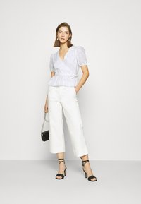 NA-KD - EMBROIDERED OVERLAP BLOUSE - Bluser - white - 1