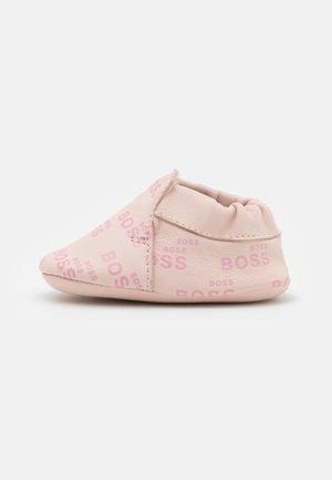 NEW BORN - Geboortegeschenk - pinkpale