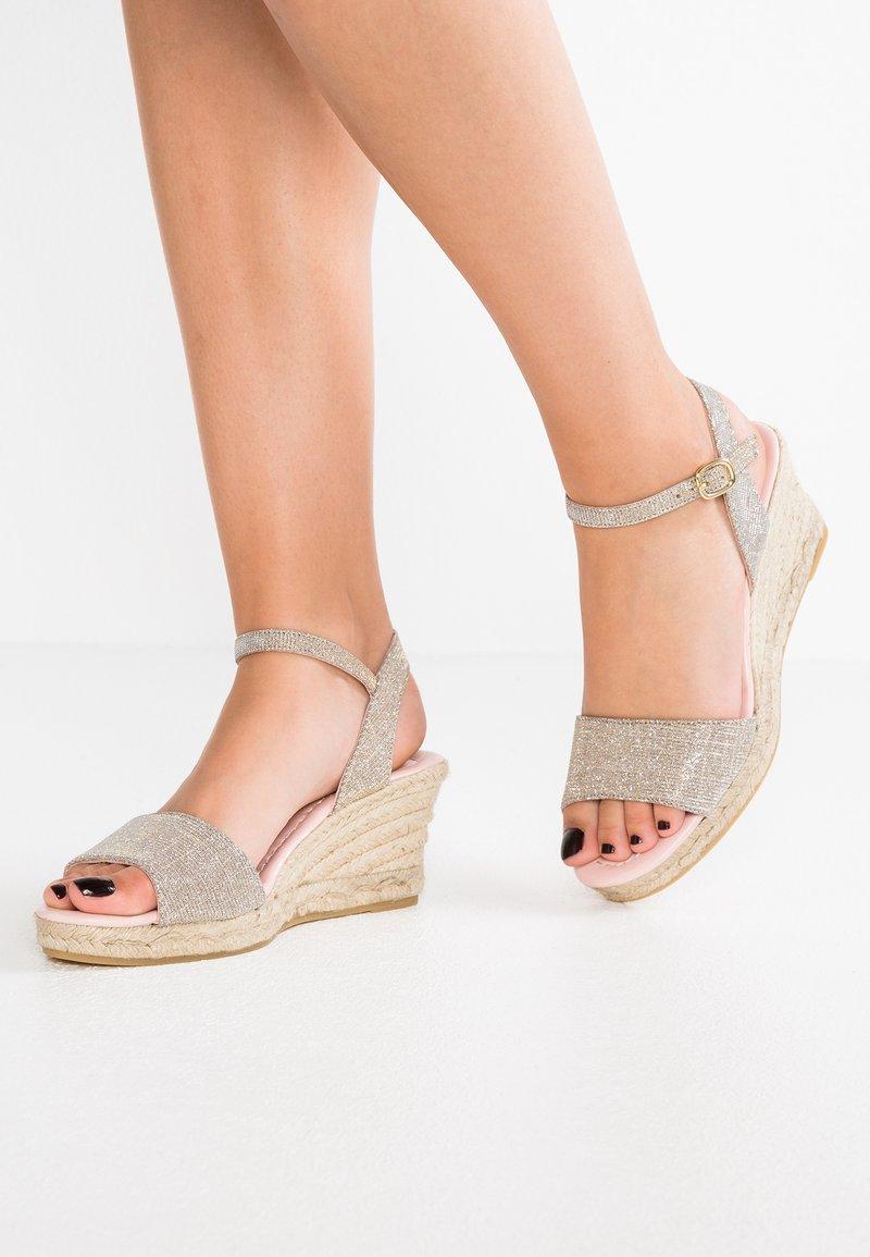Pretty Ballerinas - Platform sandals - galassia plata