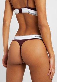 Calvin Klein Underwear - MODERN THONG - String - deep maroon/white - 2