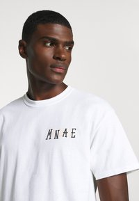 Mennace - UNISEX MOVERS AND SHAKERS - Print T-shirt - white - 4