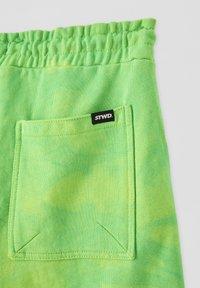 PULL&BEAR - Short - green - 4