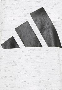 adidas Performance - WIN TEE - T-shirt print - white melange - 2