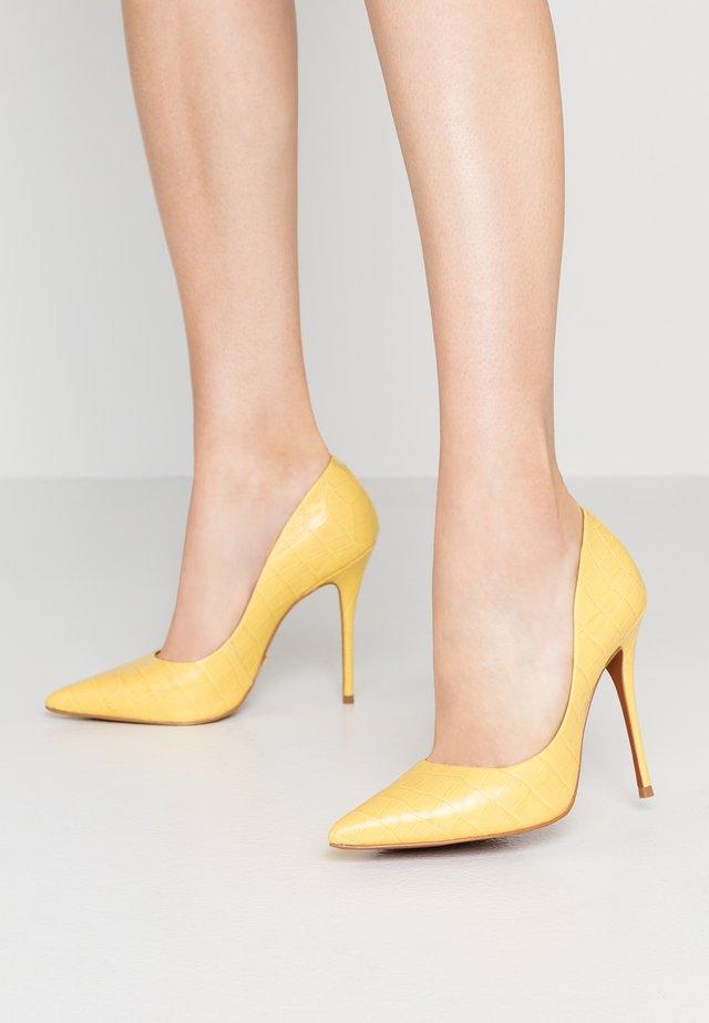 TEEVA - Zapatos altos - pale yellow