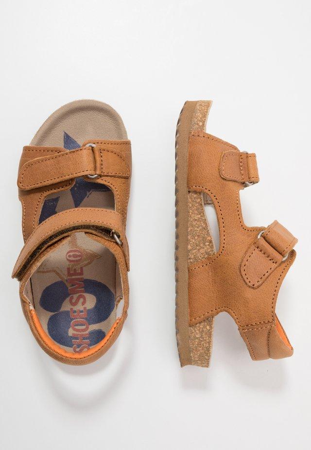 BIO - Sandaalit nilkkaremmillä - cognac