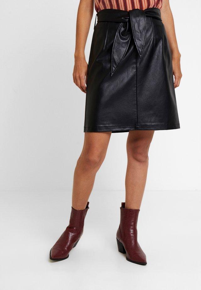PATIA - Jupe trapèze - black