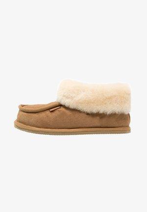 LENA - Slippers - chestnut