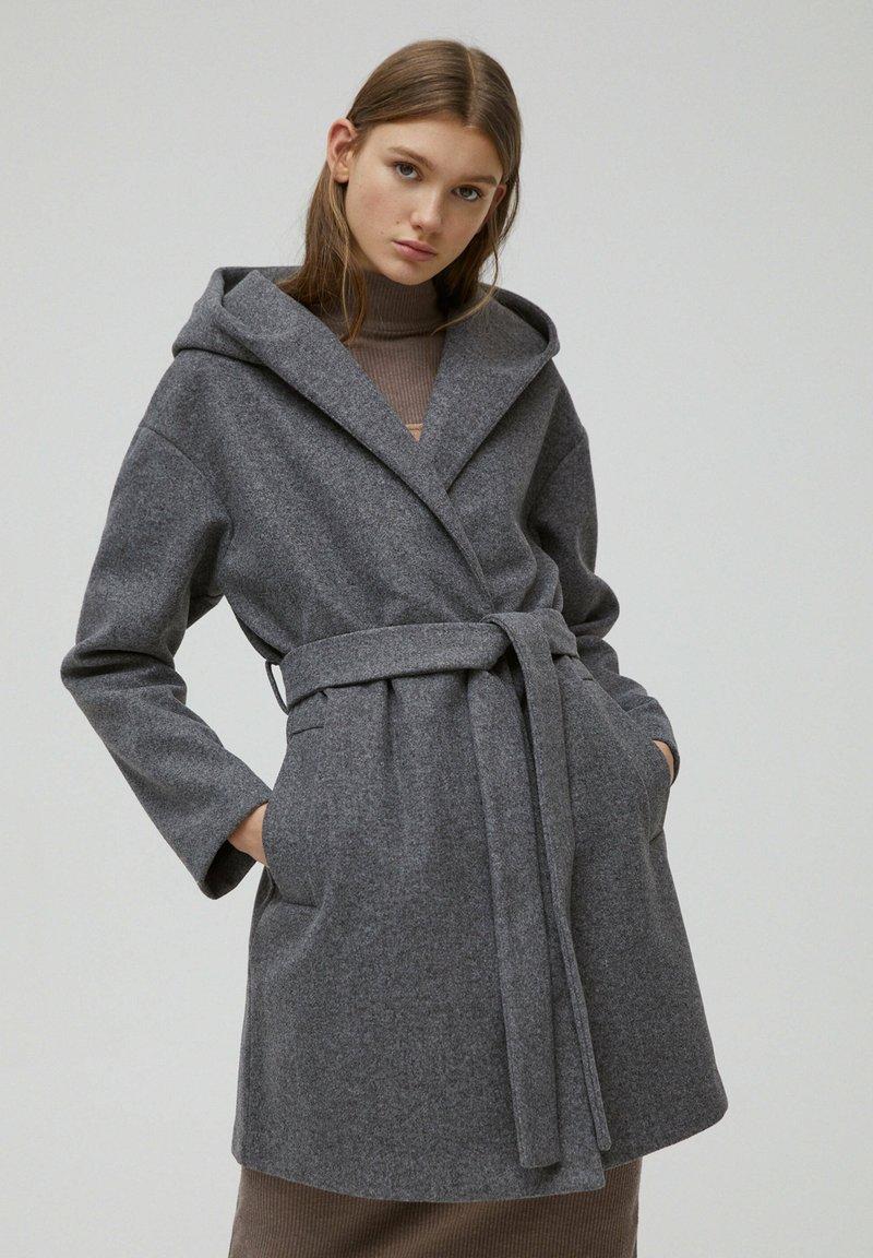 PULL&BEAR - Klasický kabát - dark grey
