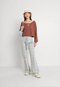 adidas Originals - SLOUCHY CREW - Sweatshirt - earth brown - 1