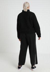 Urban Classics Curvy - LADIES SHERPA BATWING TROYER - Fleece trui - black - 2