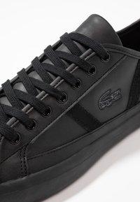 Lacoste - SIDELINE - Sneakers basse - black/gold - 5