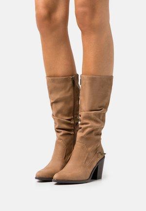 LAMBRA - Boots - hila