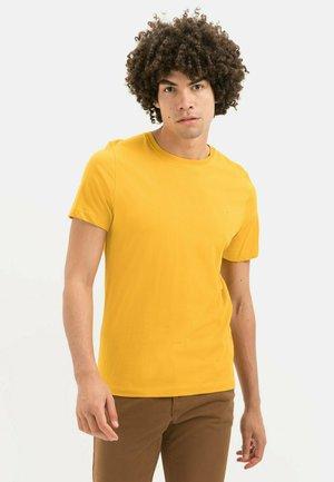 MIT RUNDHALS - T-shirt basic - gold