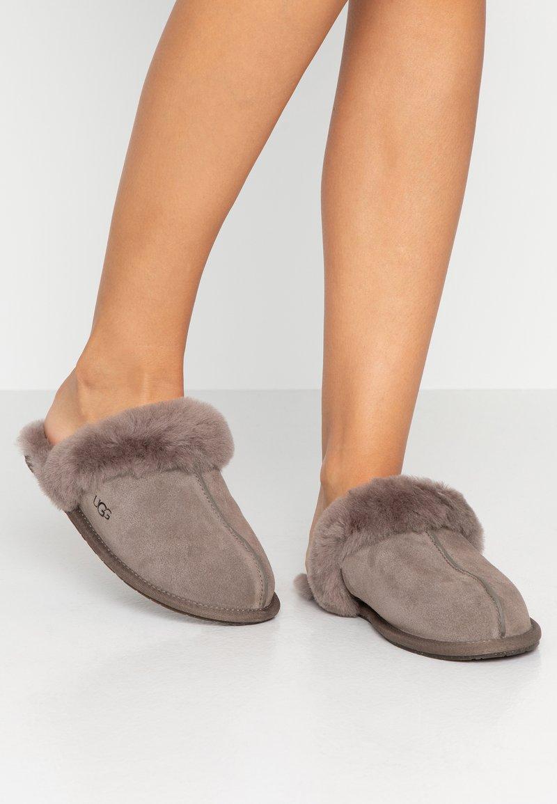 UGG - SCUFFETTE  - Slippers - mole