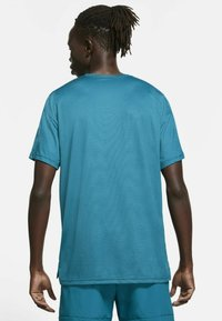 Nike Performance - DRY  - T-shirt basique - obsidian/green abyss/heather/black - 2