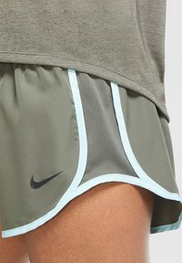 Nike Performance - ICON CLASH - Print T-shirt - olive - 5