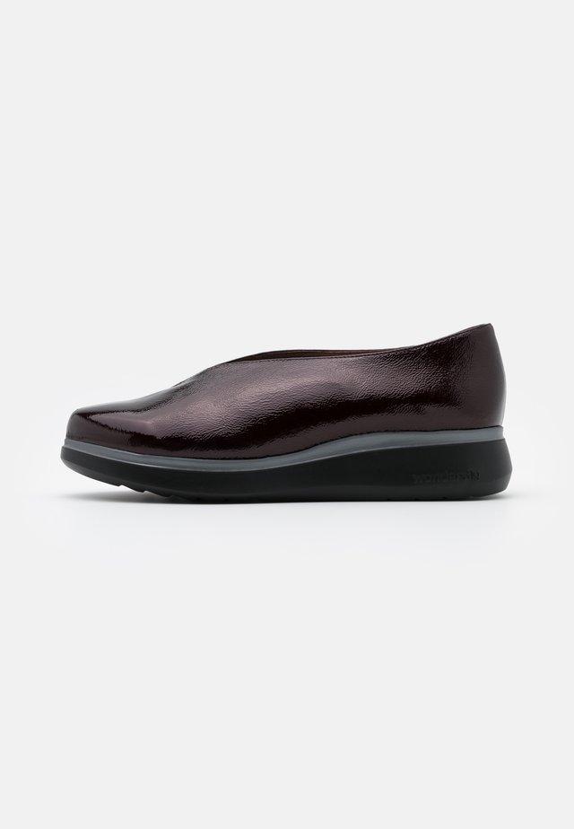 Nazouvací boty - vino