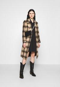 Vero Moda - VMFAY TUNIC DRESS - Košilové šaty - black - 1