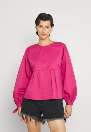 CORTEZ OPEN BACK AND PEPLUM - Blouse - berry