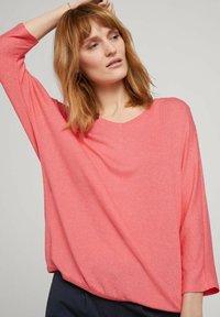 TOM TAILOR - BATWING - Stickad tröja - strong peach melange - 3