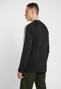 adidas Originals - 3 STRIPES CREW UNISEX - Sweatshirts - black - 2