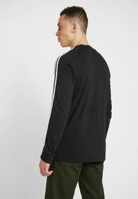 adidas Originals - 3 STRIPES CREW UNISEX - Sweatshirts - black
