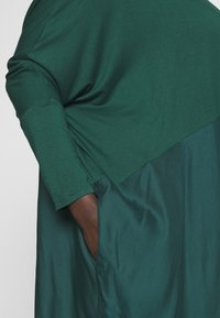 CAPSULE by Simply Be - COLOUR BLOCK HANKY TUNIC - Long sleeved top - forest green - 5