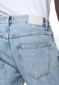 CLOSED - COOPER TAPERED - Jeans Tapered Fit - light blue - 4