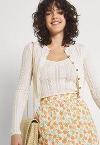 Pieces - PCNYA SKIRT - Mini skirt - buttercream - 4