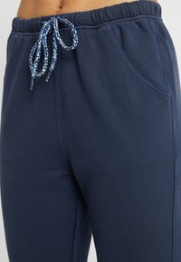 Free People - FP MOVEMENT COUNTERPUNCH CROPPED JOGGER - Tracksuit bottoms - navy - 4