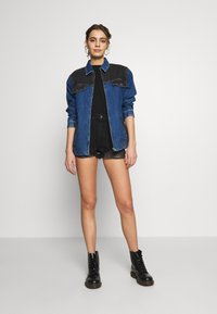 Abrand Jeans - A HIGH RELAXED SHORT - Denim shorts - black salt