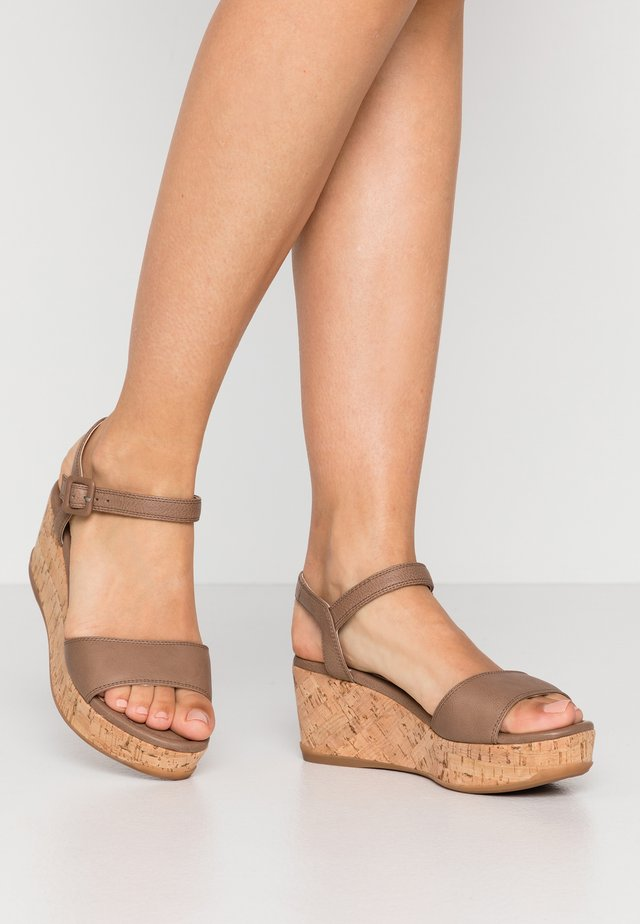 KOME - Platform sandals - sty/funghi