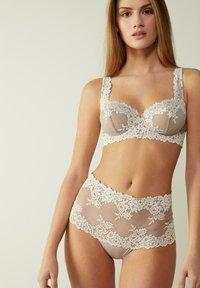 Intimissimi - DANIELA  - Balconette bra - -i - powder beige/cream white - 0