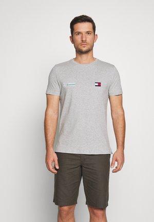 TOMMY X MERCEDES-BENZ - Basic T-shirt - grey