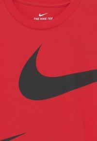 Nike Sportswear - SPLIT - Print T-shirt - university red - 2