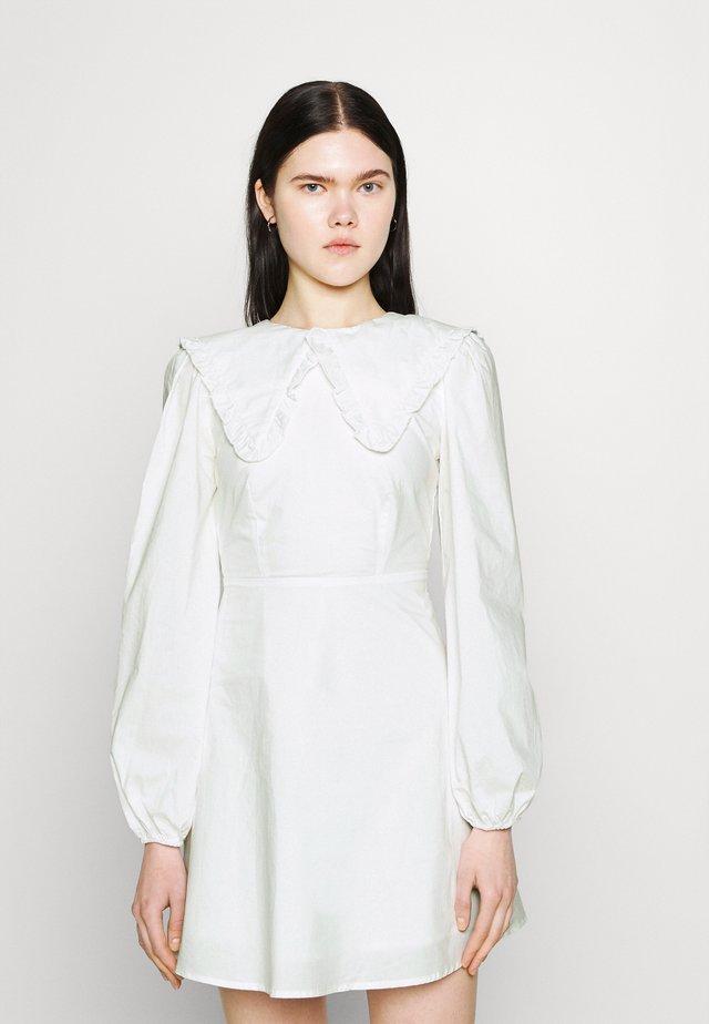TWORL DRESS - Korte jurk - white