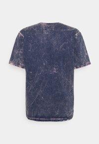 Caterpillar - BLEACHING TEE - T-shirt med print - blue - 1