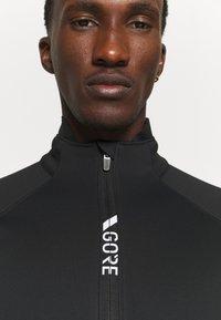 Gore Wear - INFINIUM™ THERMO JACKET - Soft shell jacket - black - 3