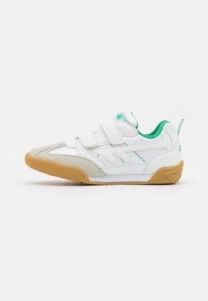 SQUASH JR UNISEX - Sportovní boty - white/emerald