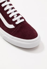 Vans - OLD SKOOL - Tenisky - port royale/true white - 6
