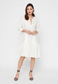 YAS - GESMOKTES KLEID HIGH-LOW SAUM - Day dress - star white - 1
