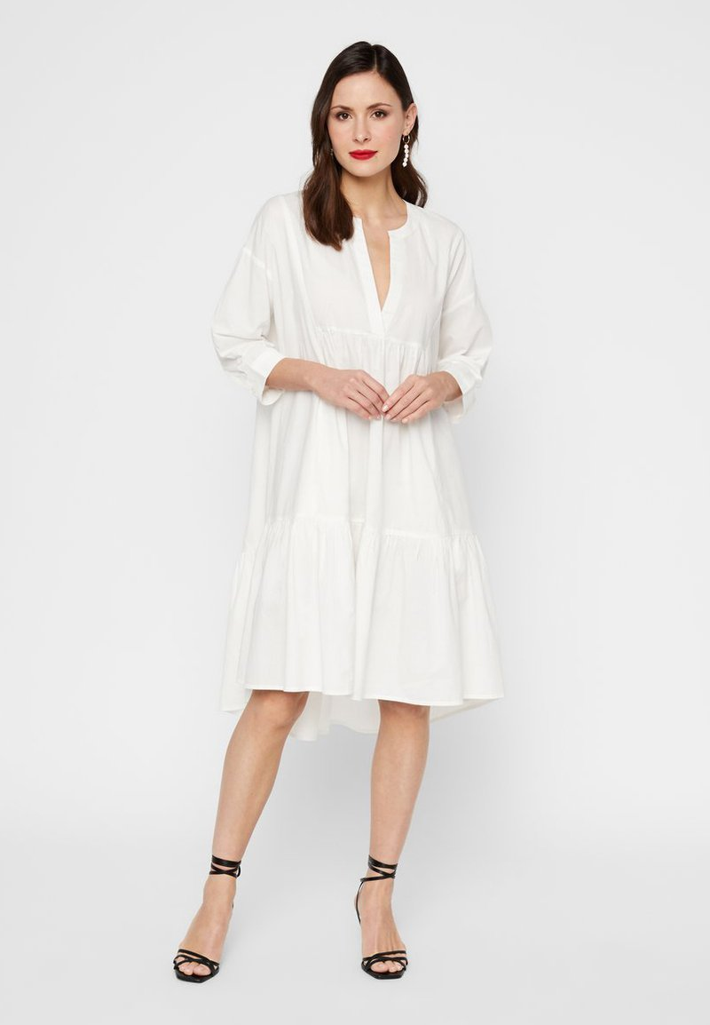 GESMOKTES KLEID HIGH-LOW SAUM - Day dress - star white