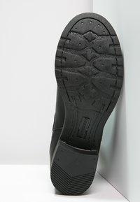 Pavement - CHRISTINA  - Classic ankle boots - black - 5