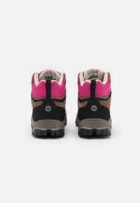 Hi-Tec - ENDEAVOUR WP WOMENS - Zapatillas de senderismo - brown/black/fuschia - 2