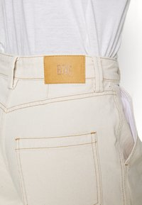 BDG Urban Outfitters - ERIN COCOON - Džíny Relaxed Fit - ecru - 6