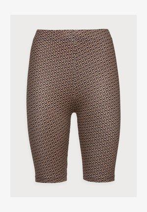PILO SHORT TIGHTS - Shorts - brown logo
