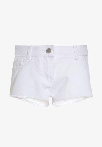 FRAYED HEM  - Denim shorts - white
