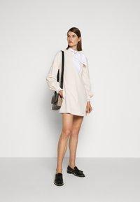Victoria Victoria Beckham - BELL SLEEVE SHIFT DRESS - Sukienka letnia - cream - 1