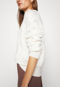 Selected Femme - SLFBEAN CABLE O NECK - Jumper - snow white - 5